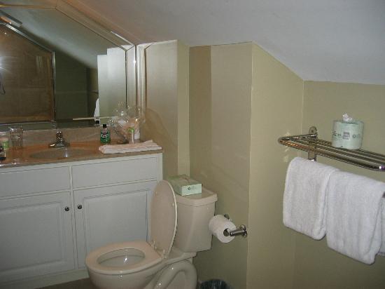 Tanglwood Resort: upstairs master bedroom bath