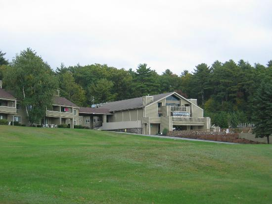 Tanglwood Resort: view of hotel from the lake