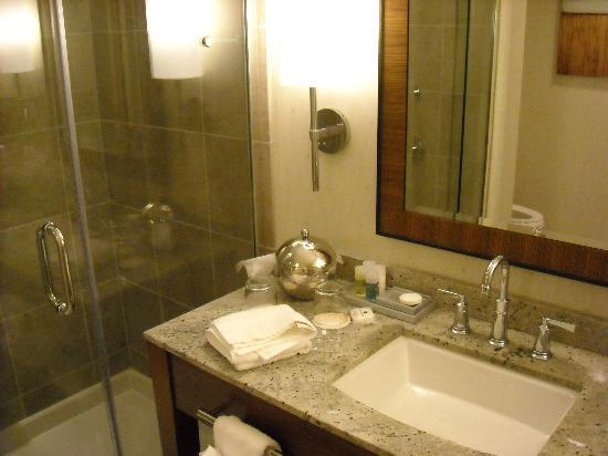 Seven Clans Hotel: bathroom