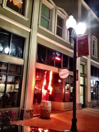 Virgil's At Cimmiyotti's: The restaurant from main street