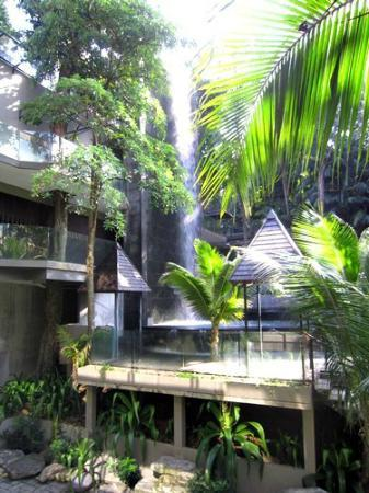 Siloso Beach Resort Sentosa: waterfall