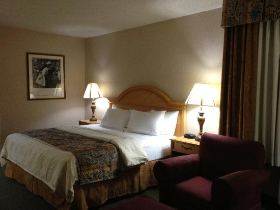 BEST WESTERN Rosslyn/Iwo Jima: Bed - king