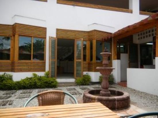 Hotel Portobelo Guatape: nice dinning patio