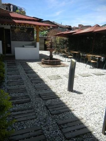 Hotel Portobelo Guatape: dinning patio