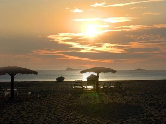 Pigeon Island Beach Resort: SUN   RISE   NEAR  THE  HOTEL