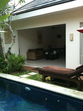 Bali Yubi Villa: living room 