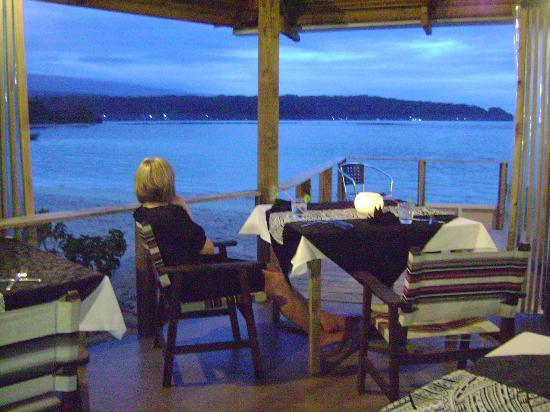 Savaii Lagoon Resort: Dining room in the evening