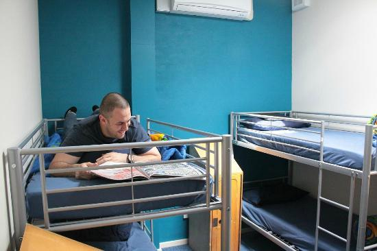 The Entrance Backpackers: Relaxing on a bunk