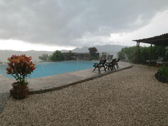 Panacea de la Montana Yoga Retreat & Spa: Stormy Day