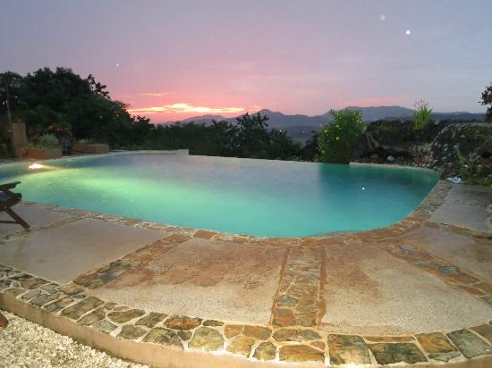 Panacea de la Montana Yoga Retreat & Spa: Evening Pool