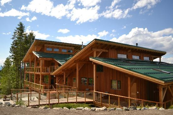 Myra Canyon Ranch: Wood and glass are the main elements or our ranch