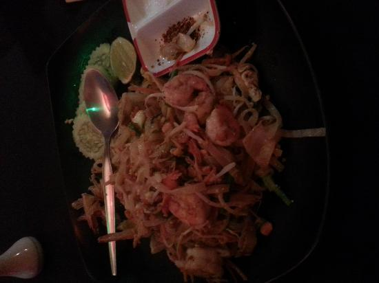 Indeep Cafe, Restaurant & Bar : my pad thai with king prawns