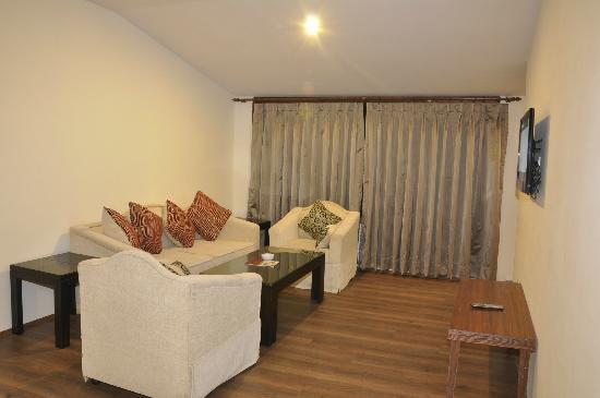 Sandhya Resort & Spa Manali: living room