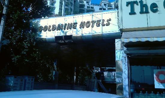 Goldmine Hotel: Hotel Entrance
