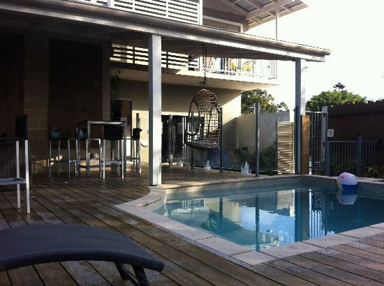 Flashpackers Noosa: The pool at Flashpackers