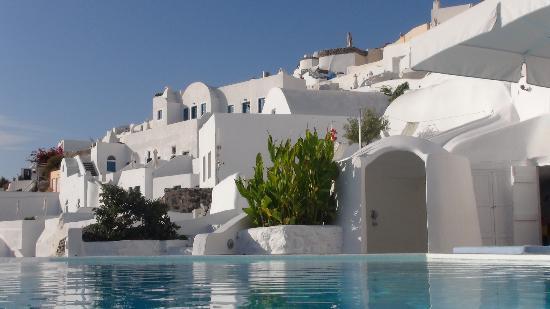 Kirini Suites & Spa: OIA vu de l'hotel