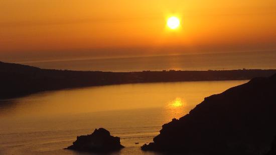 Kirini Suites & Spa: coucher de soleil vu de notre chambre