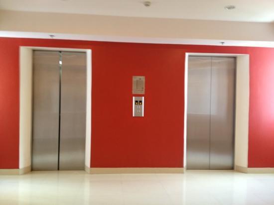 Red Planet Ermita, Manila: elevator
