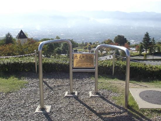 Yamanashi Fuehukigawa Fruit Park: ほぼ頂上の「恋人の聖地」