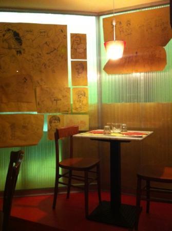 Cantina Scoffone: tavolino all'interno
