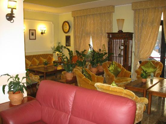 Hotel Central: lobby area
