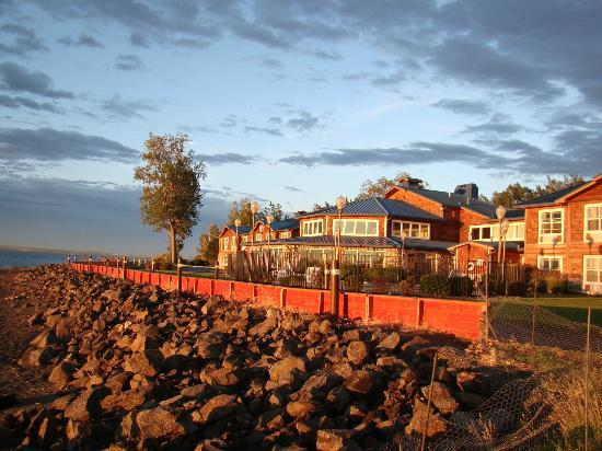 River Lodge and Grill : Hotel Grounds at Sunset