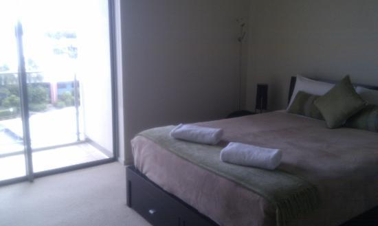 สเปซ ฮอลิเดย์ อพาร์ตเมนท์: Apt 408 Main bedroom