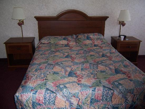 Super 8 Eureka: Nice big bed