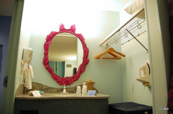 Disney's Art of Animation Resort: Little Mermaid Bathroom