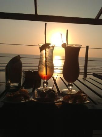 Anantara Seminyak Bali Resort: sunset at the SOS rooftop bar