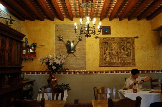 Hostal Lima: decorations in dinning room