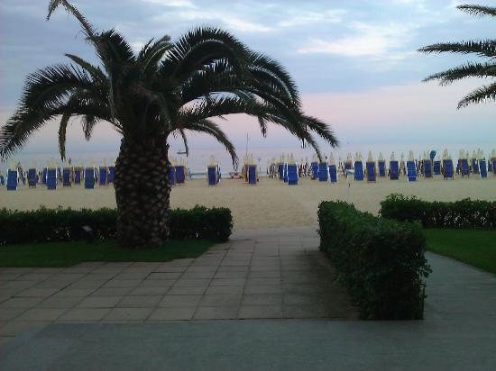Grand Hotel Berti: uscita dall'hotel direttamente sulla spiaggia
