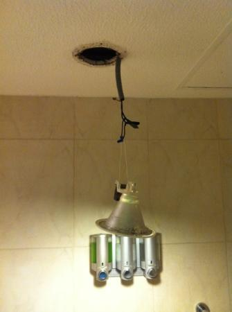Occidental Costa Cancun: the light fell in my bathroom