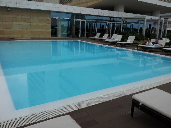 EPIC SANA Luanda Hotel: pool area
