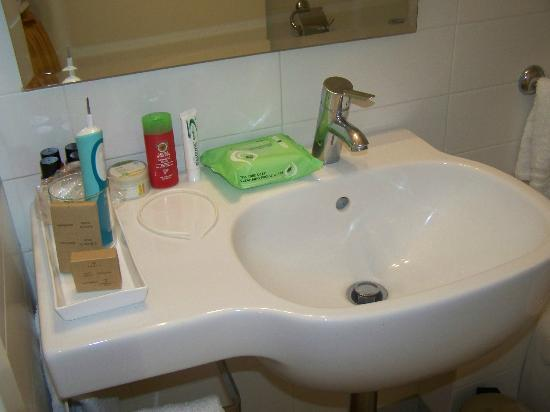 Tiziano Hotel: Clean and nice bathroom