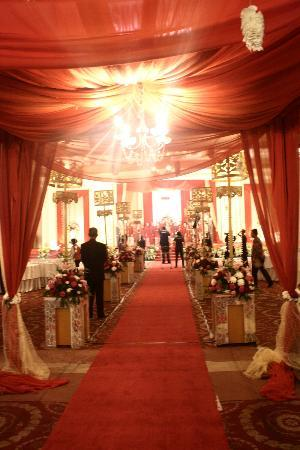Tiara Medan Hotel & Convention Center: The Aisle