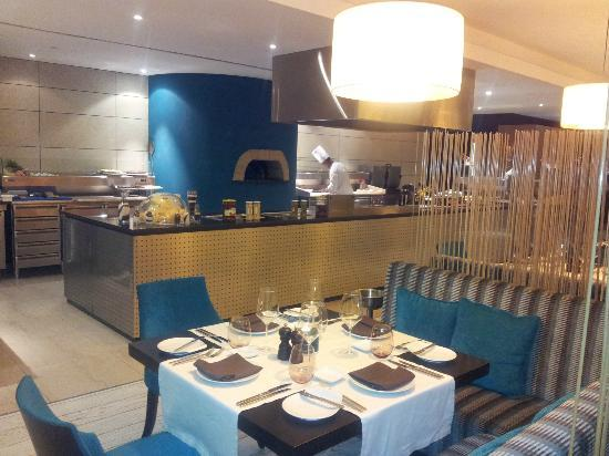 EPIC SANA Luanda Hotel: You'll have to send your food back to be heated if you eat here