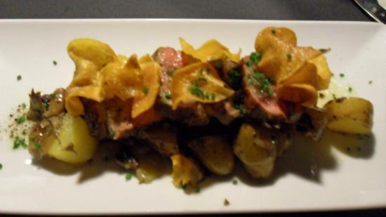 El Bestiari: Grilled rib-eye tagliata with sautéed wild mushrooms, ratte potato and three-pepper oil
