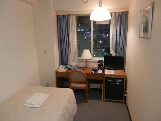 Terminal Hotel : 客室。窓の外はすぐ駅。