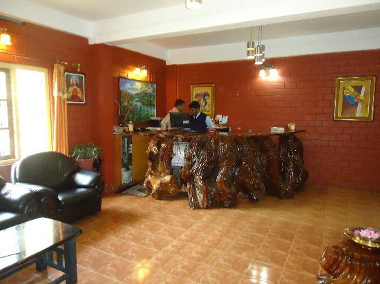Las Palmas Munnar: HOTEL RECEPTION AREA
