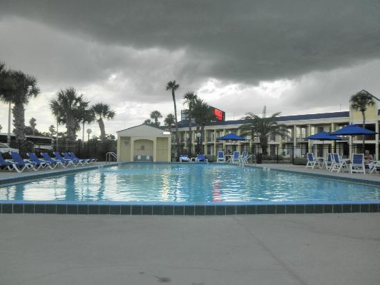 Lima Ohio Mall >> Pool - Picture of Days Inn by Wyndham Orlando Airport Florida Mall, Orlando - TripAdvisor