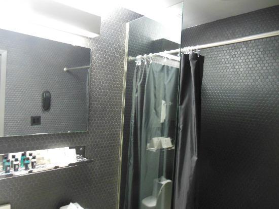 Night Theater District: Il mio bagno (doccia enorme)