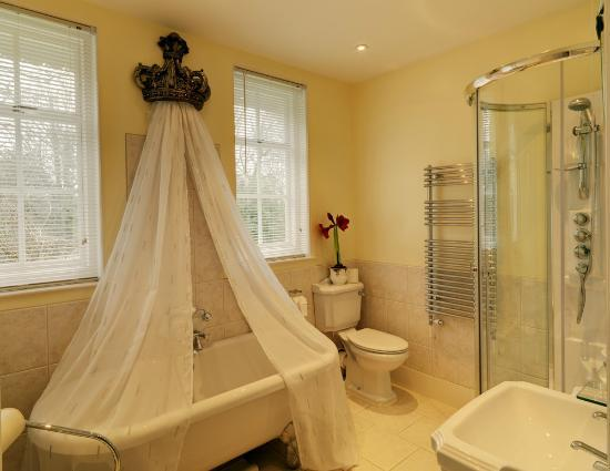 Avenue suite bathroom is very warm in the winter great double ended ...