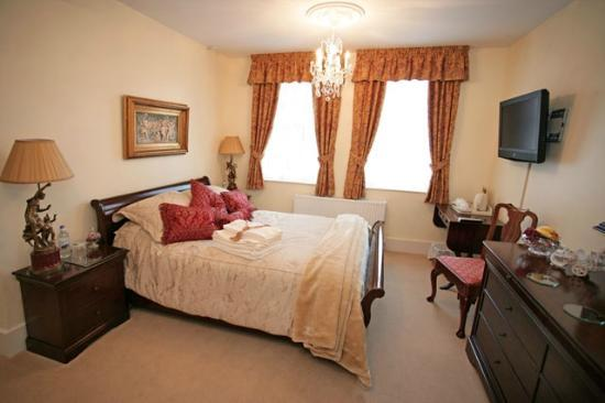 Royal MIlitary suite with double ended bath and hydro shower parking ...