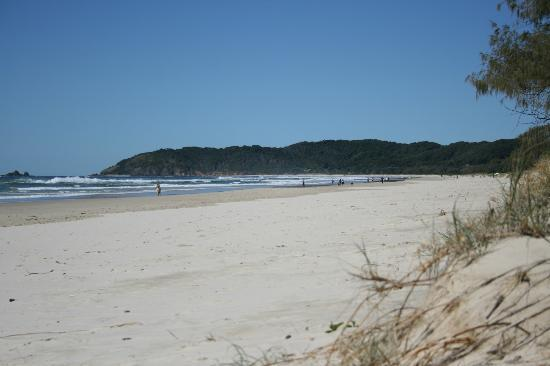 Suffolk Park, Australien: Looking South along Tallow's Beach