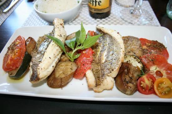 CAFE VERDE : Filets de Paru aux légumes bio : tomates, courgettes et aubergines