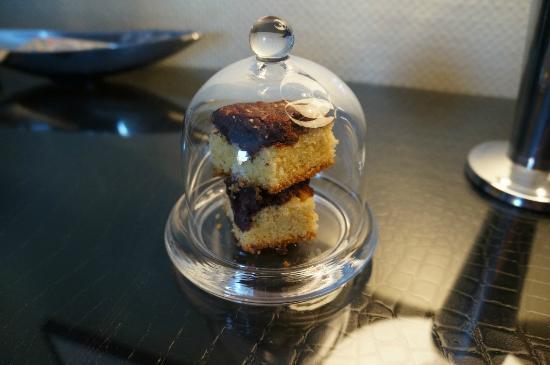 Sir & Lady Astor Hotel: Welcome dessert !