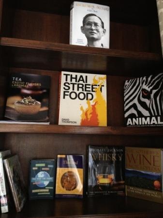137 Pillars House: good selection of books in the room