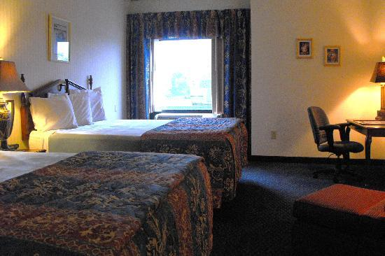 Eisenhower Hotel & Conference Center: Spacious Double Rooms