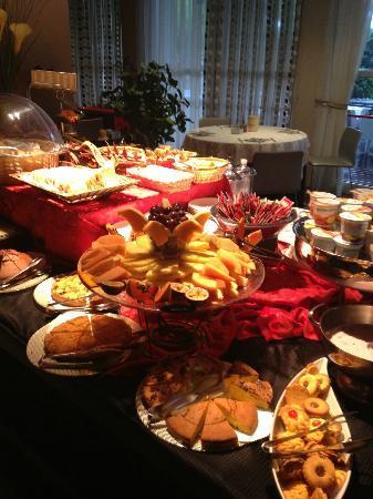 Hotel Atmosfere: Buffet colazione